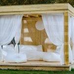 Cabane en bois : exemple en bord de piscine